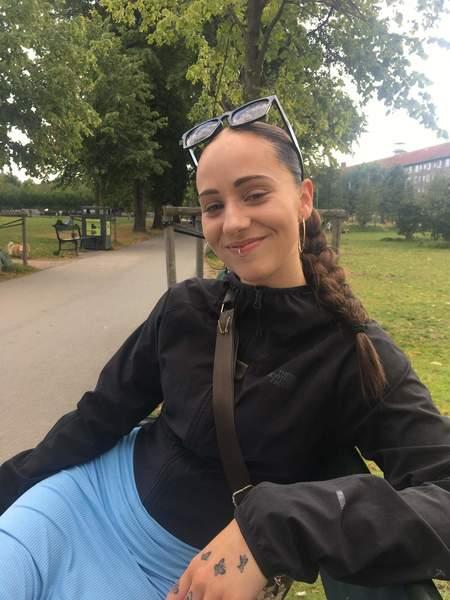 Ung kvinde søger lejlighed i København