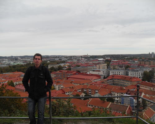 A guy looking for a room in central Aalborg from August