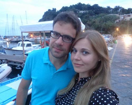 Couple looking for a two-room apartment in Stockholm