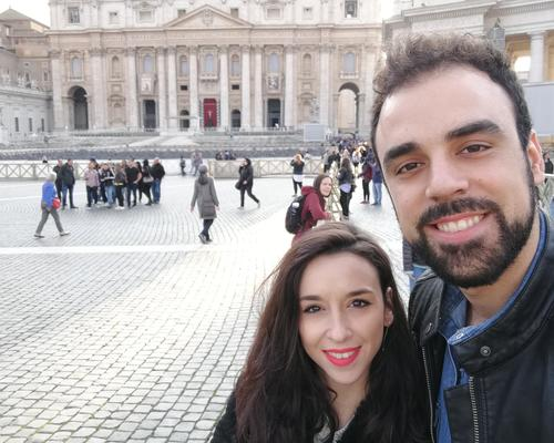 Spanish couple looking for an apartment