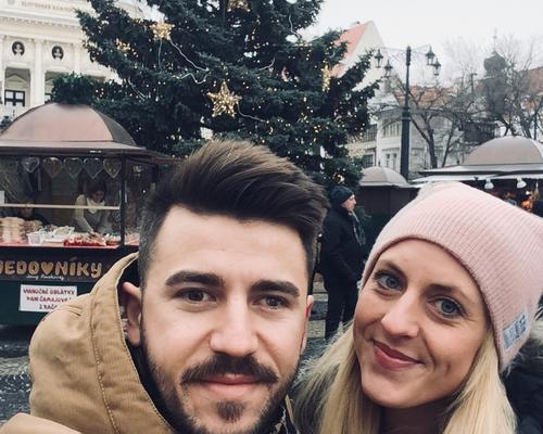 Couple looking for apartments in Stockholm