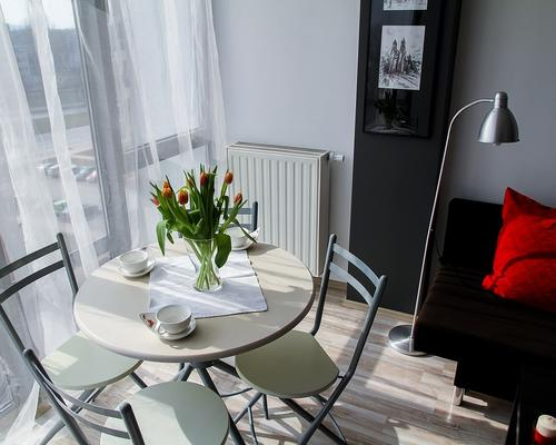 Couple looking for a studio apartment in Goteborg