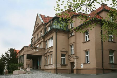 Check best treatment prices in Prague at Malvazinky Hospital