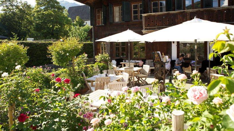 16ART-BAR-RESTAURANT-SAANEN