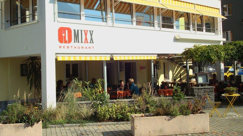 MIXX Gartenterasse mit Panoramasäli