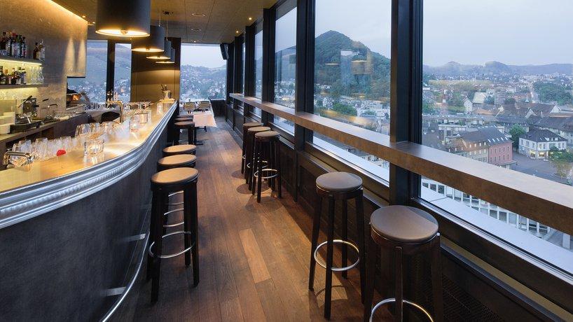 Bar & Sicht auf die Stadt Baden