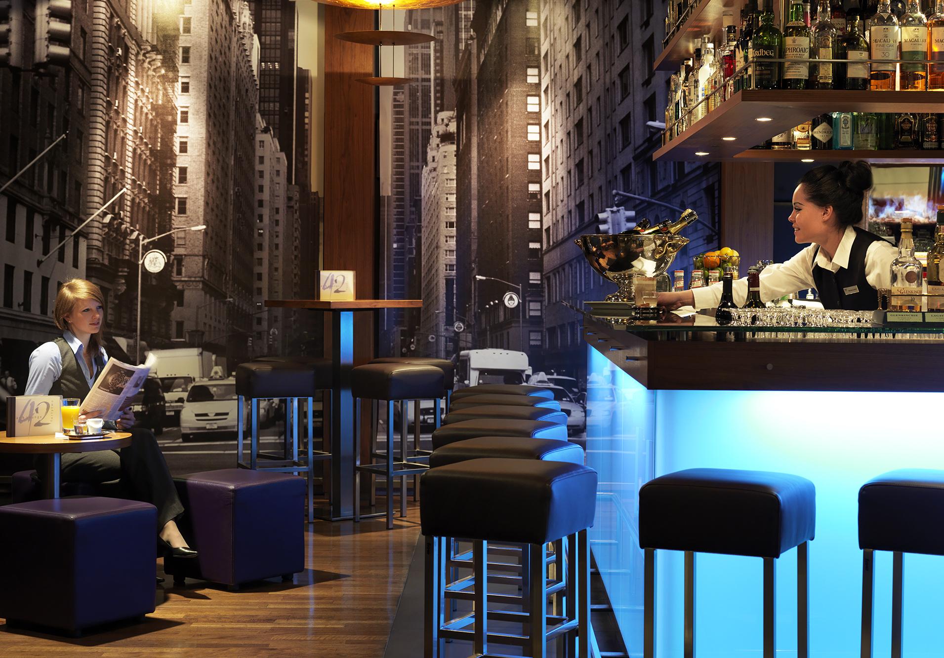 Bar & Lounge 42 im Zürich Marriott Hotel in Zürich - Ausgezeichnete ...