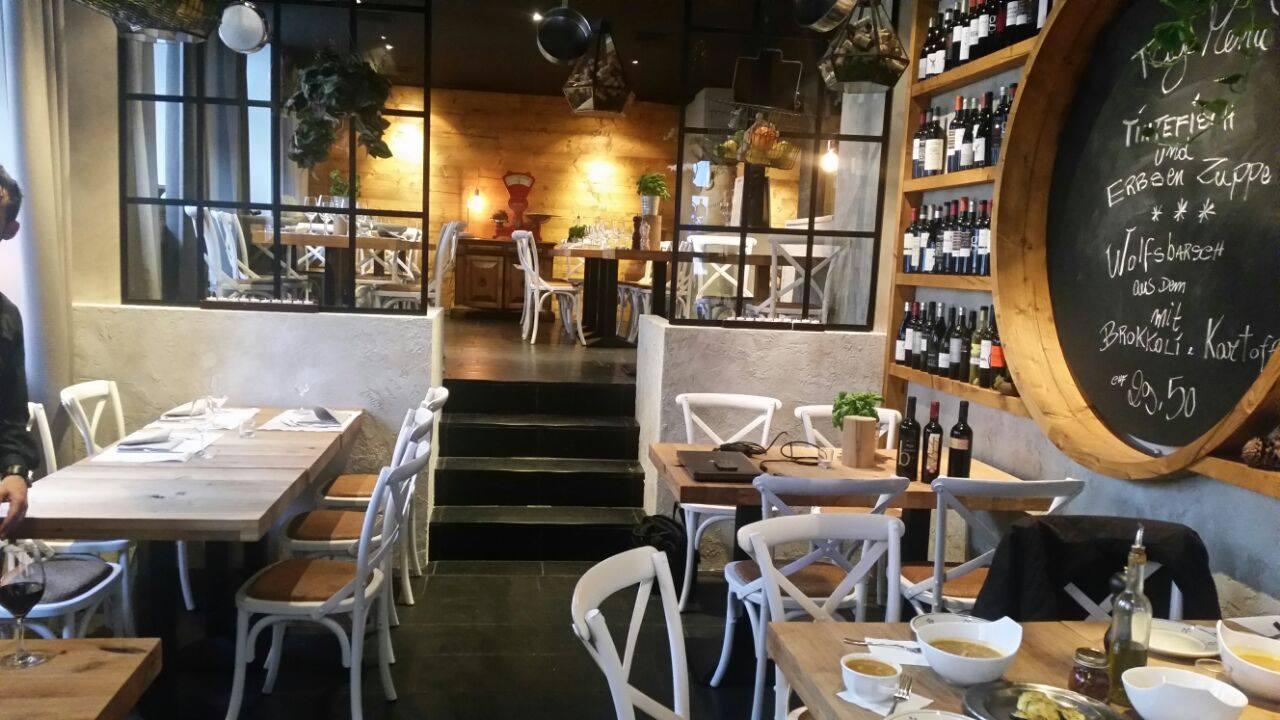italian monkey in z rich ausgezeichnete restaurants. Black Bedroom Furniture Sets. Home Design Ideas