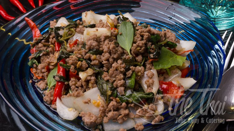 Gebratenes Rindfleisch mit thailändischem Basilikum