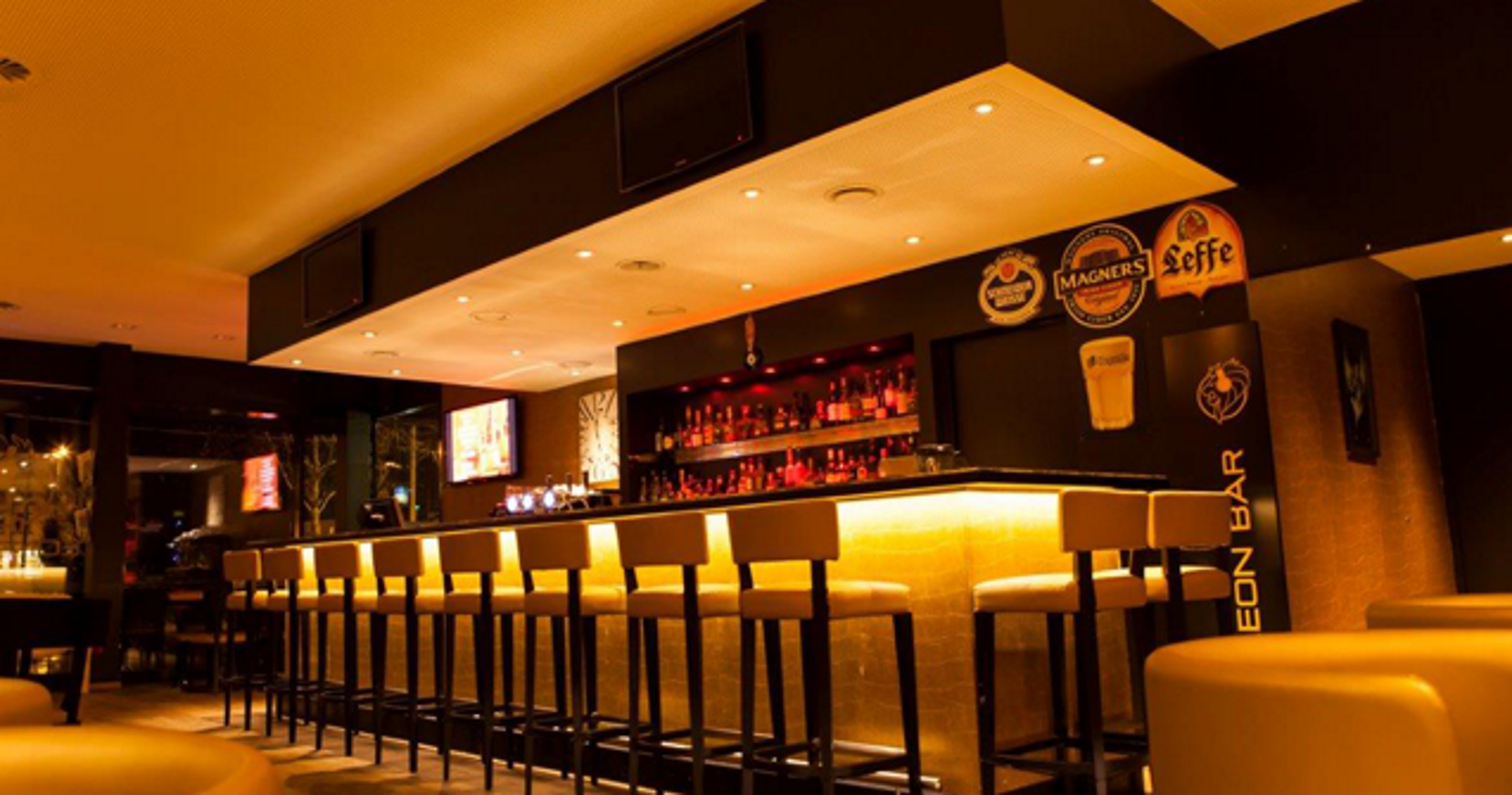 Leon Cafe Bar In Schlieren Ausgezeichnete Restaurants Bars Take