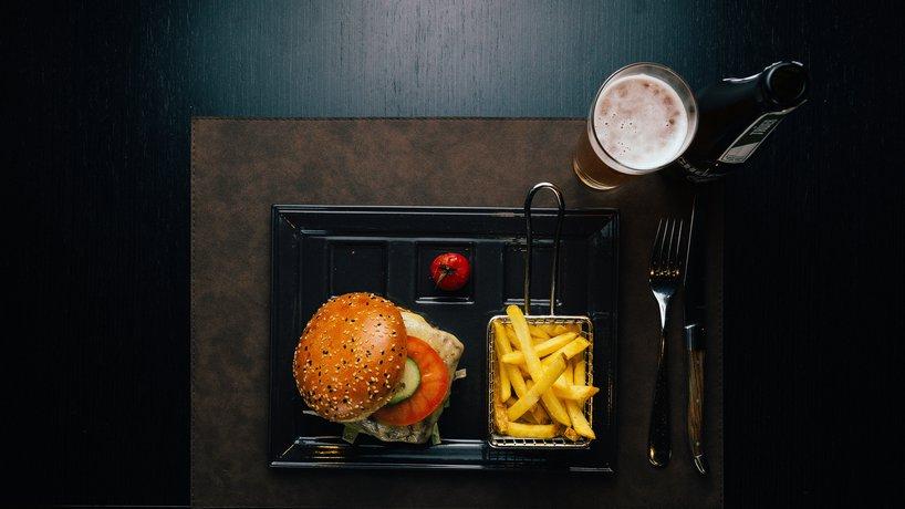 Z'Mittag: Burger mit Bier