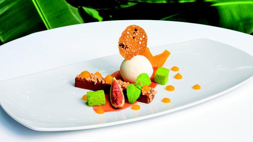 Exotisches Dessert im Restaurant MAHOI