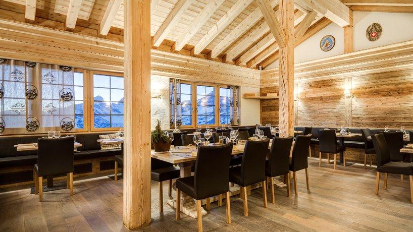Speisesaal mit gemütlichem Interieur