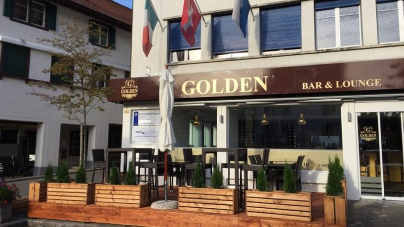 Golden Bar & Lounge
