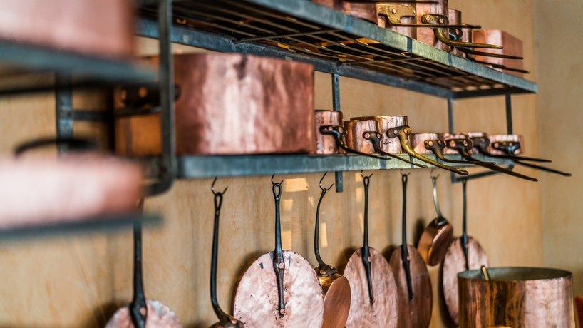 Kupfer-Pfannen Batterie im La cuisine