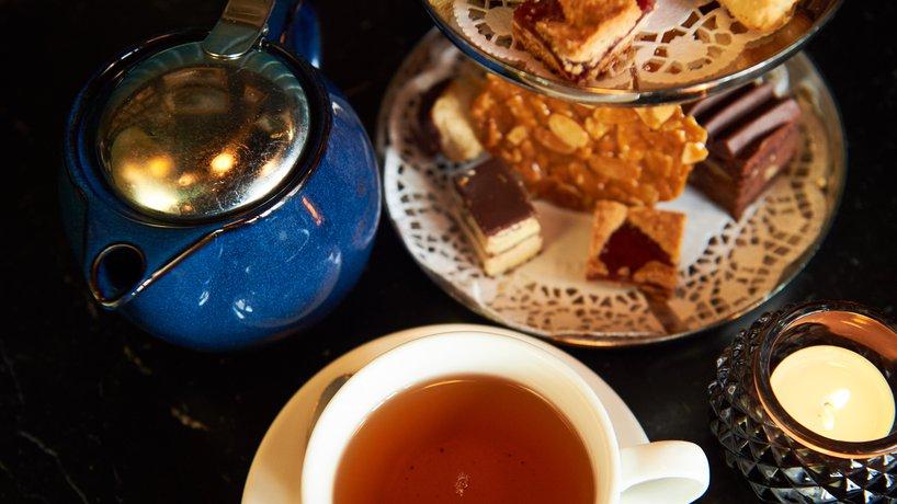 Terrasse Bar - Friandises und Tee