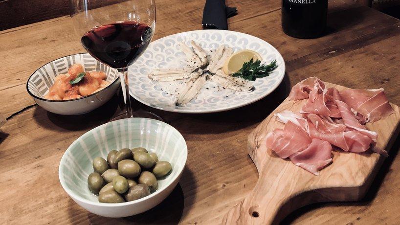 Kleinigkeiten zu einem Glas Wein nach dem Feierabend