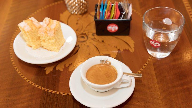 Kaffee mit Ciambella