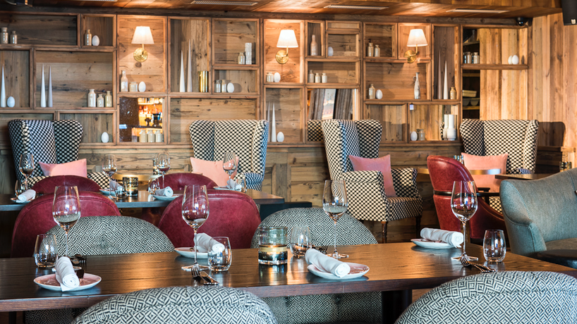 Fine-Dining Club Room