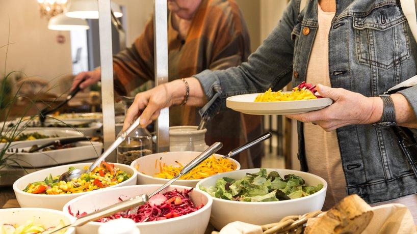 Täglich frisch: bunte kreative Salate