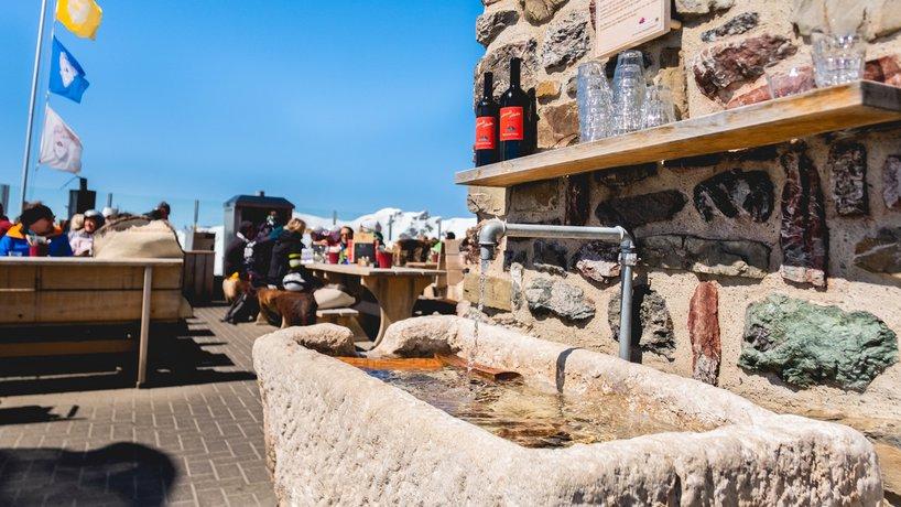 unser Brunnen mit gratis Bergquellwasser