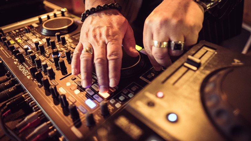 Dinner & Beats DJ