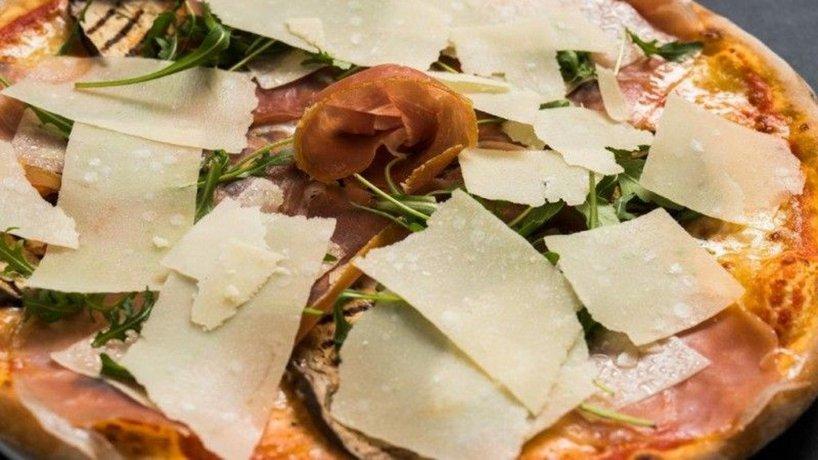 Pizza_irsorante_Luna_Parmeggiano