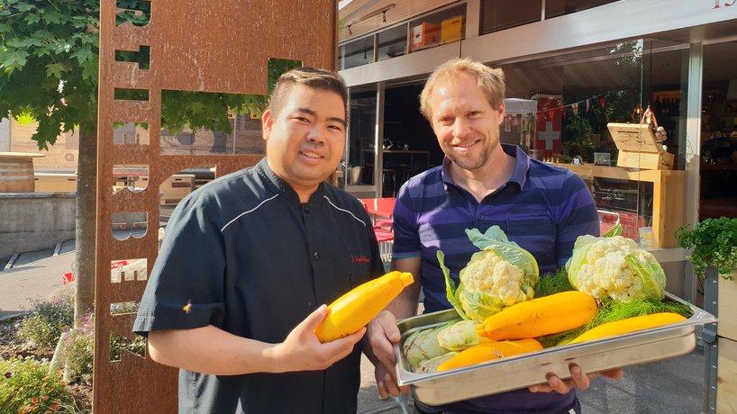 Chef Don mitem Gmües us Nachbar's Gartä