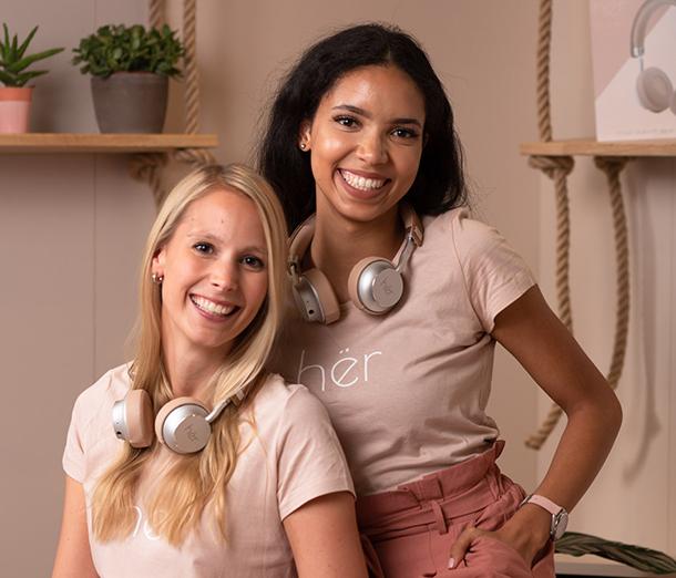 Frauen mit hër headphones