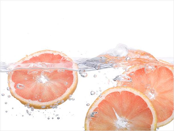 Vitamin C***: Hilft, unebene Stellen zu korrigieren und dunkle Flecken zu reduzieren
