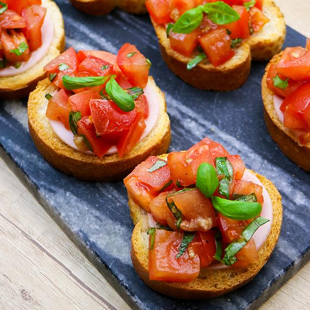 Tomatenbruscetta mit Gutfried Geflügel-Fleischwurst