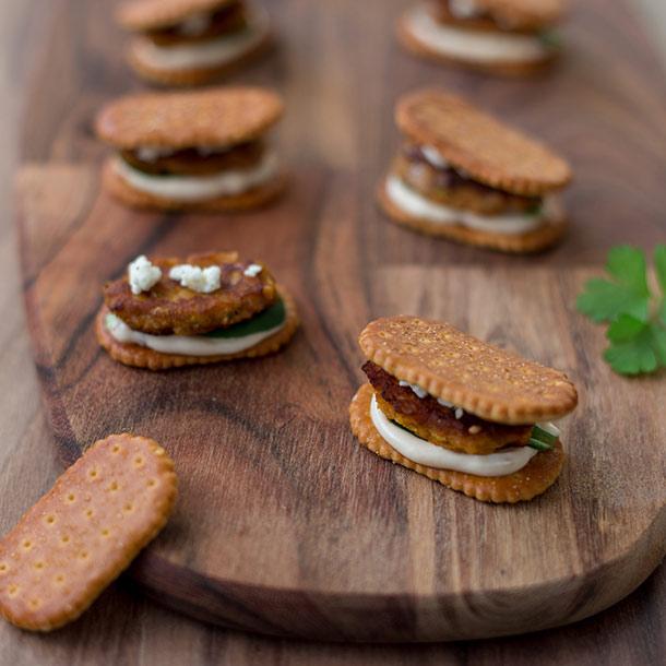 LaugenCracker-Burger mit Süßkartoffel-Patty