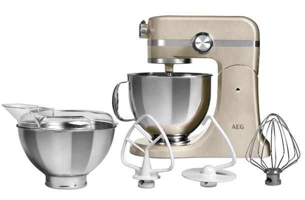 AEG UltraMix Küchenmaschine mit Zubehör