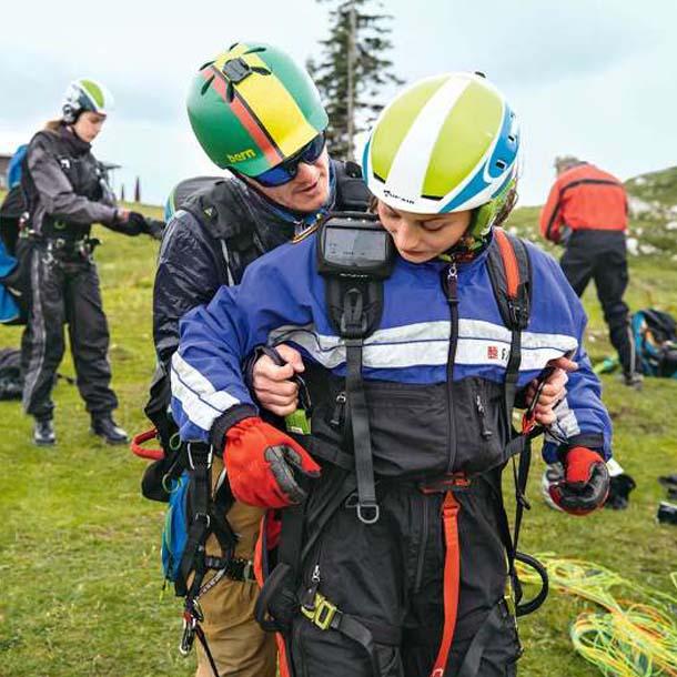 Anna und Pauline beim Paragliding