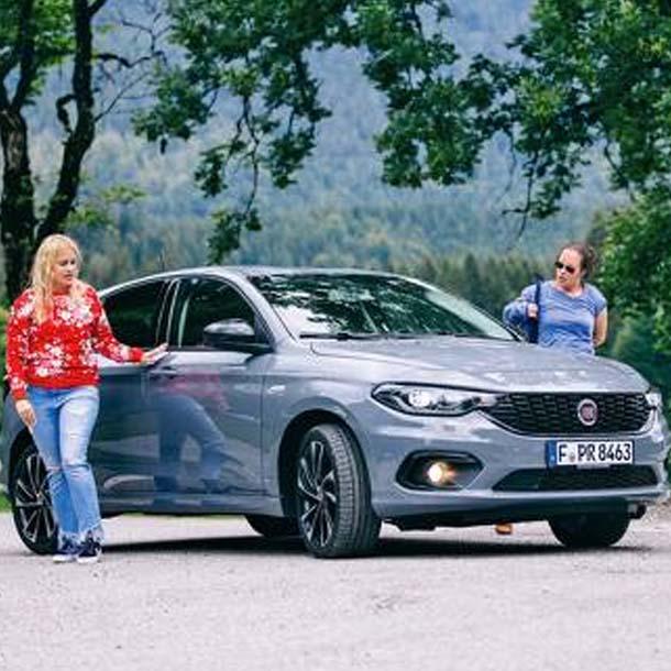 Anja & Maria mit dem Fiat Tipo 5-Türer S-Design