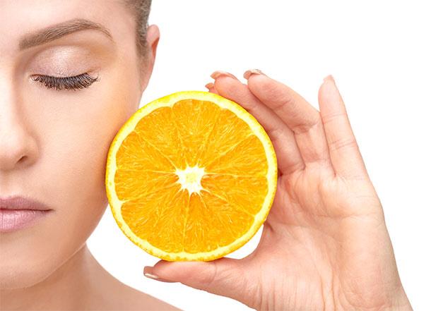 Gesicht Frau mit Orange
