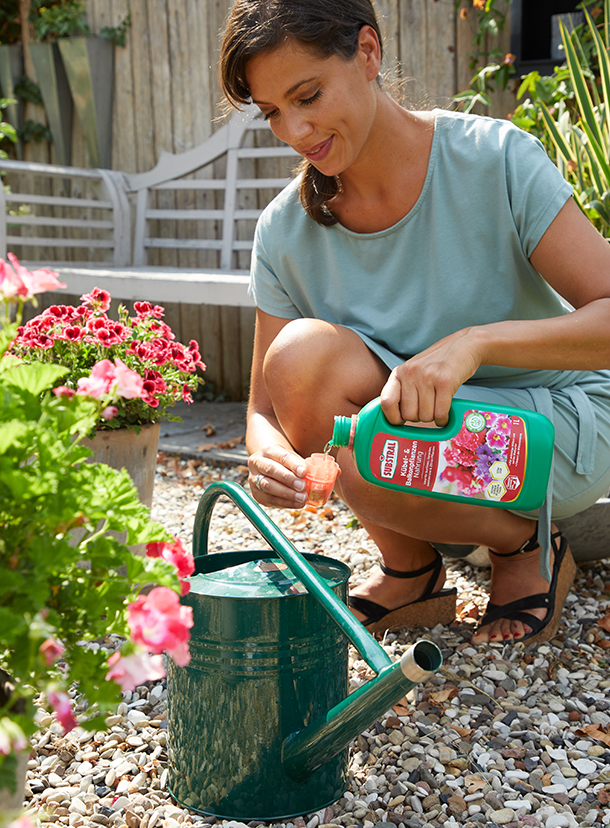 Gießen mit SUBSTRAL® Kübel- und Balkonpflanzen Nahrung