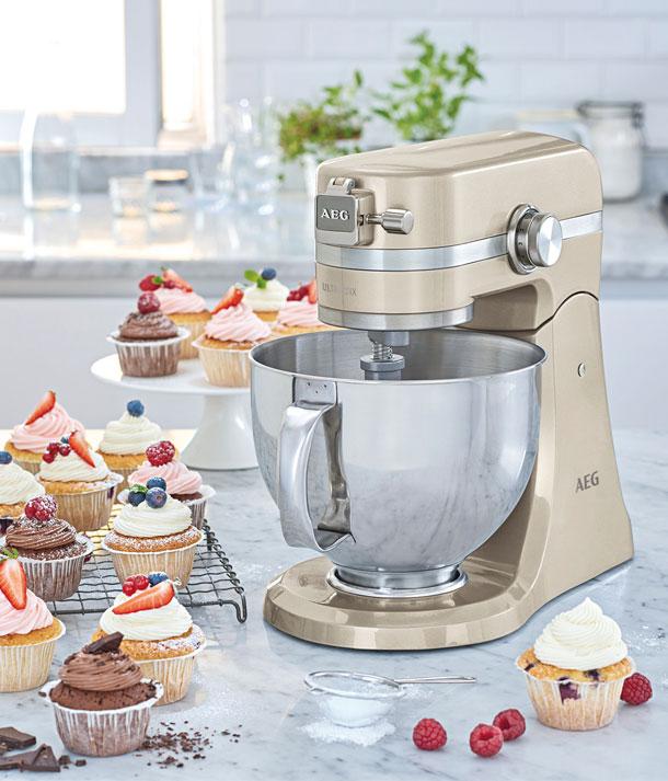 Schön anzuschauen – die AEG Küchenmaschine KM4620