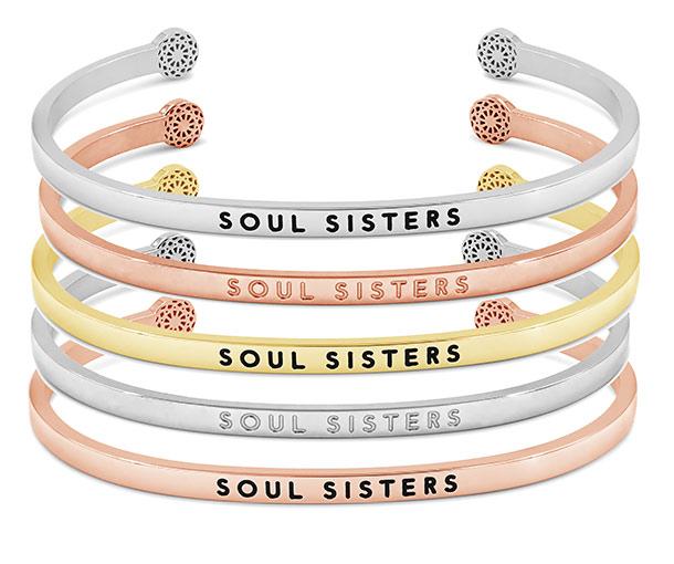 Ihr habt die Wahl: Silber, Roségold oder Gold? Schwarze oder blinde Soul Sisters-Gravur?