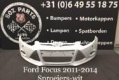 Ford Focus voorbumper 2011-2014 in goede staat WIT