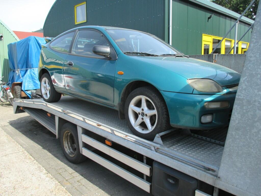Afbeelding 3 van Mazda 323 1.8i GLX