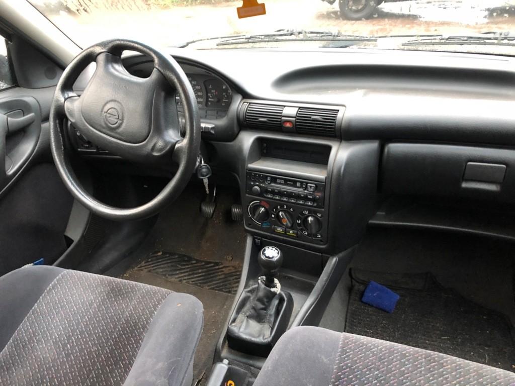 Afbeelding 3 van Opel Astra 1.6i Edition