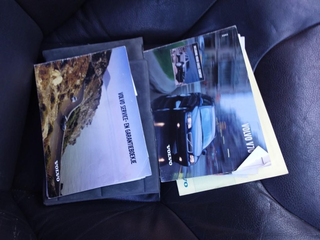 Afbeelding 36 van Volvo V70 2.4 D5