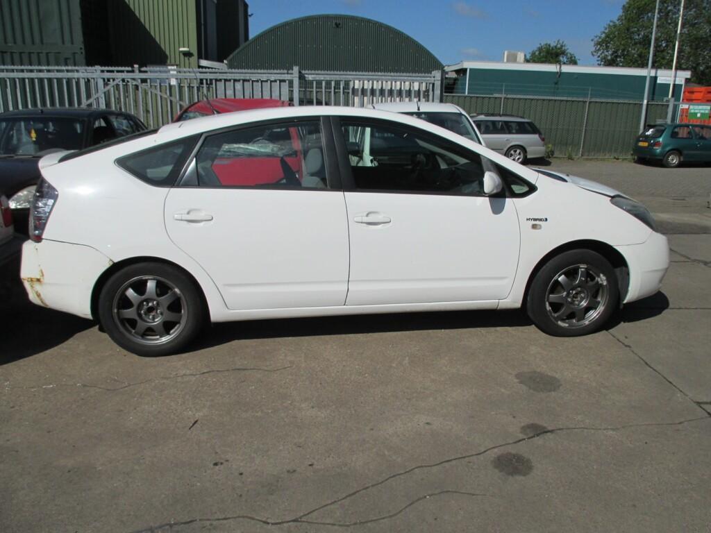 Afbeelding 2 van Toyota Prius 1.5 VVT-i Comfort