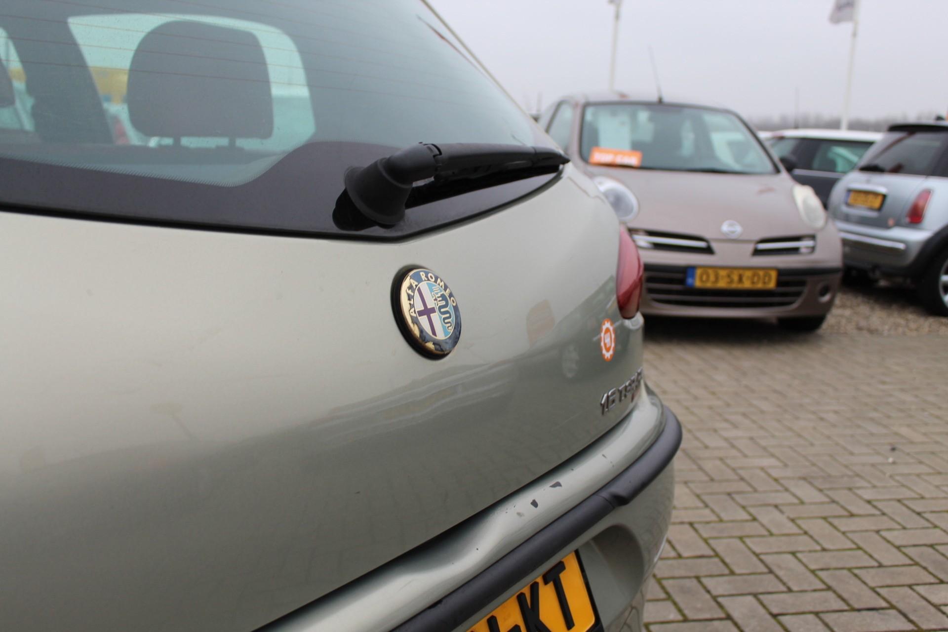 Caroutlet Groningen - Alfa Romeo 147 1.6 T.Spark Ed. Lim. | CLIMA | CRUISE | PANO | LEDER