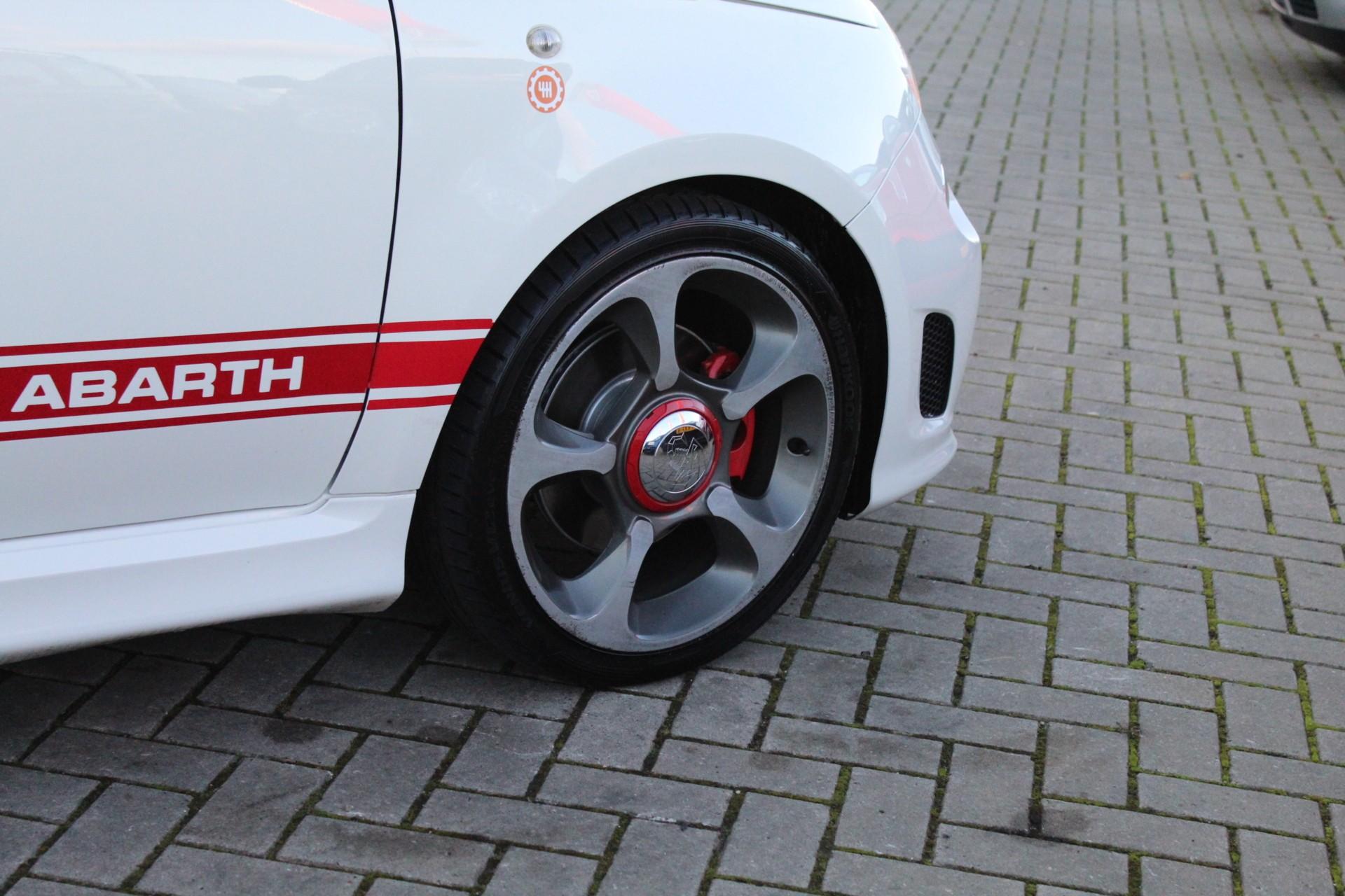 Caroutlet Groningen - Abarth Fiat 500 1.4T-16V 135PK | RVS UITLAAT | LEDER | CLIMA