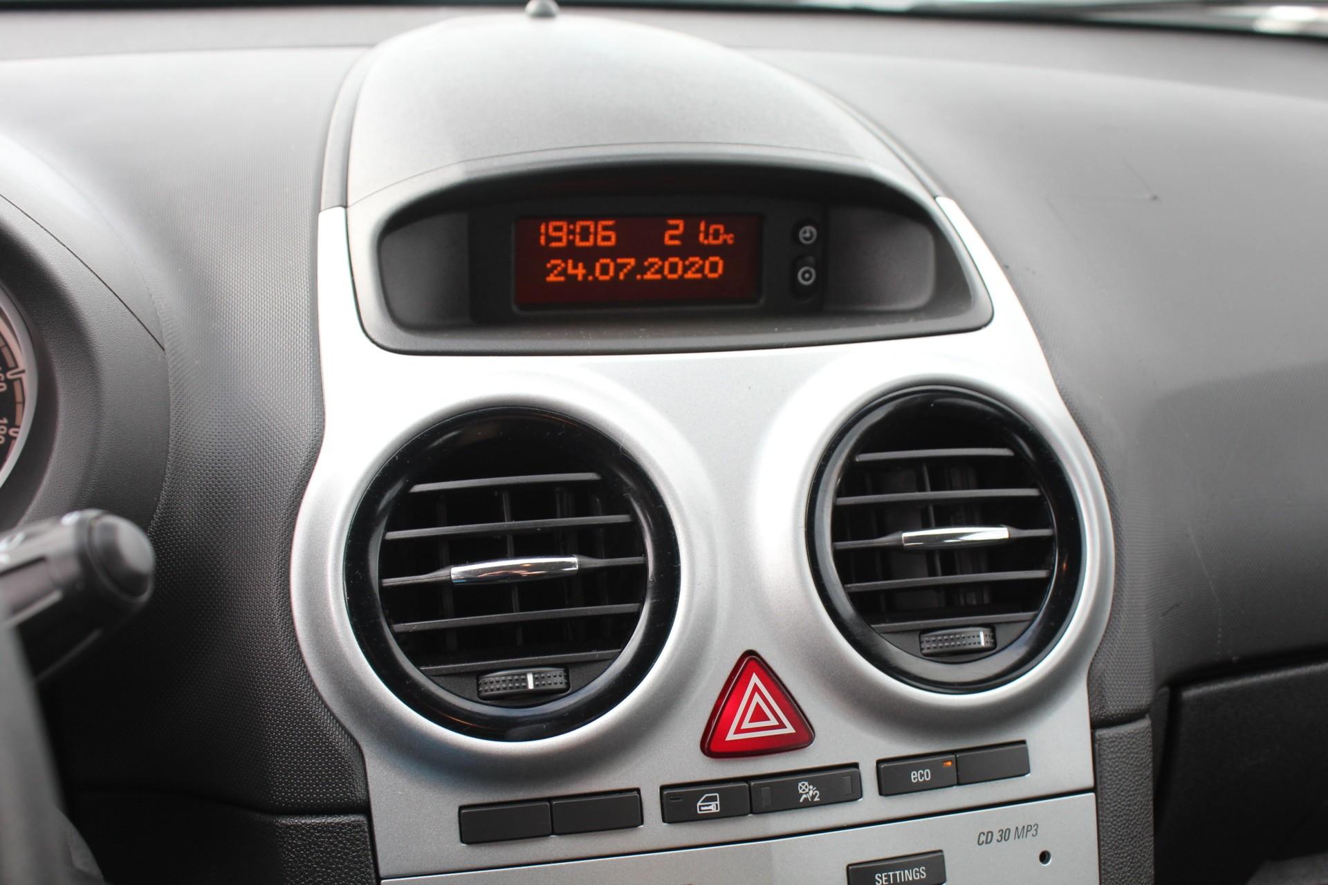 Caroutlet Groningen - Opel Corsa 1.4-16V | AIRCO | CRUISE | ELEK PAKKET