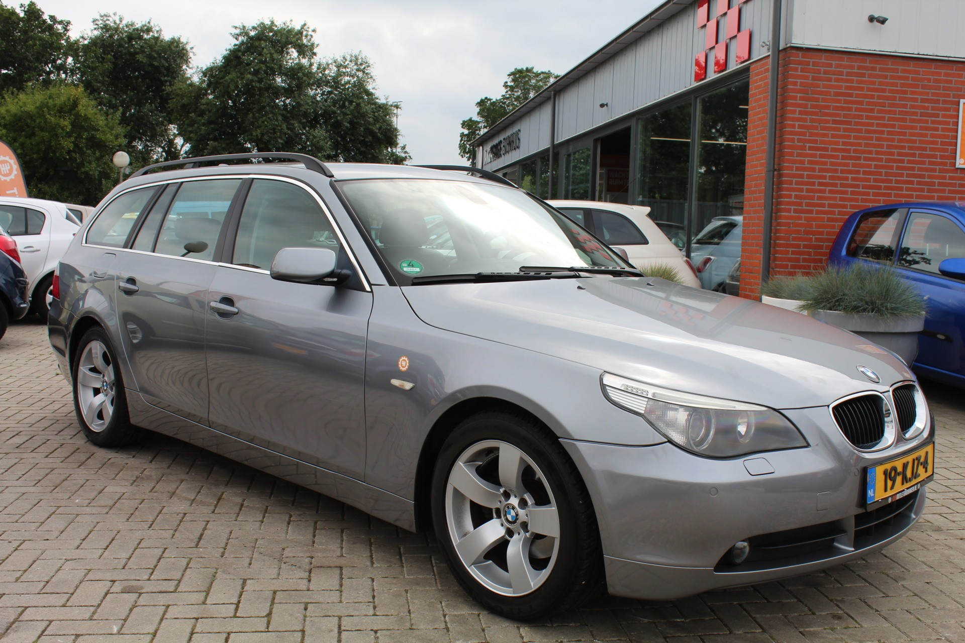Caroutlet Groningen - BMW 5-serie Touring 523i High Executive | AUTOMAAT | NAVI | LEER |