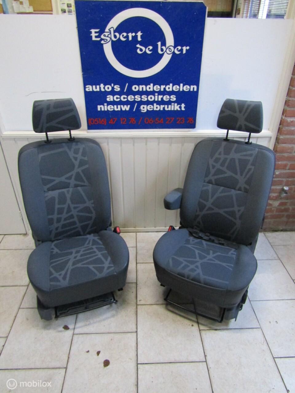 Stoel stoelen bestuurder bijrijder Ford Connect