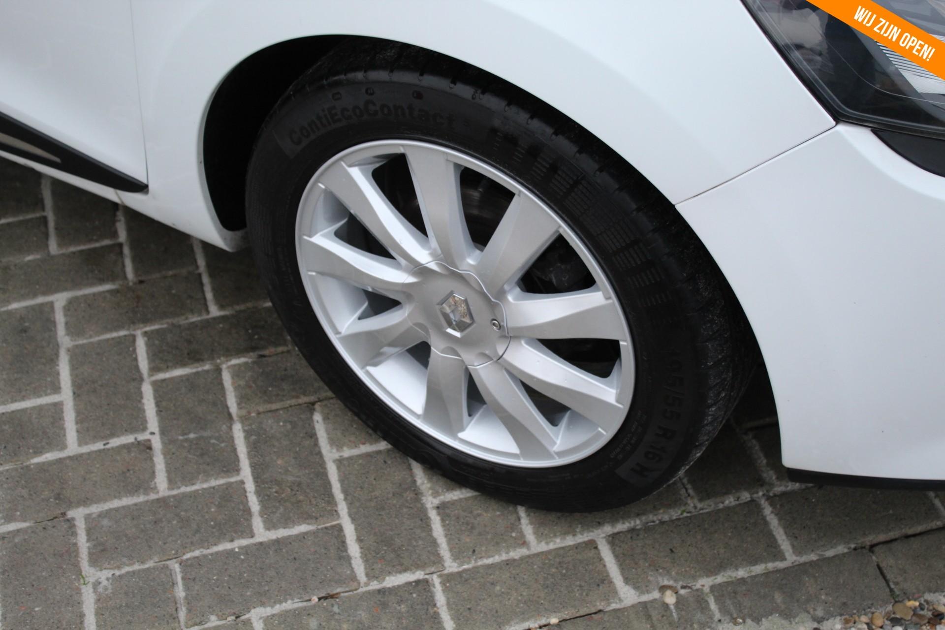 Caroutlet Groningen - Renault Clio 1.2 16V  Black & White | BLUETOOTH | 1e EIGENAAR | AIRCO | CRUISE | LMV